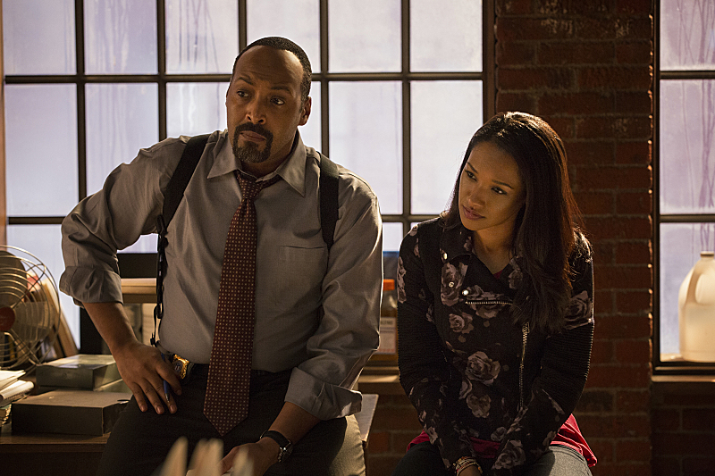 """The Flash -- """"Pilot"""" -- Image FLA101b_0406 -- Pictured (L-R): Jesse L. Martin as Detective Joe West and Candice Patton as Iris West -- Photo: Jack Rowand/The CW -- © 2014 The CW Network, LLC. All rights reserved"""